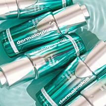 Ontdek de ingrediënten van #HydroMasqueExfoliant:  ✨ Bamboe verwijdert dode huidcellen en bereid de huid voor op optimale hydratatie.  ✨ Tremella Paddenstoel zorgt voor een intense hydratatie, antioxidanten en vitamine D.  ✨ Plantaardige oliën op basis van Jojobazaad, zonnebloem en saffloer, helpen de vochtbarrière van de huid te versterken.  ✨ Komkommer extract verzacht de huid.   #FeeltheSpheres #dermalogica_benelux 